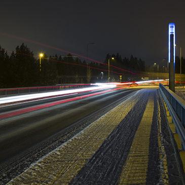 Valoviiruja moottoritiellä