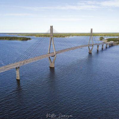 Ilmakuvaa sillalle