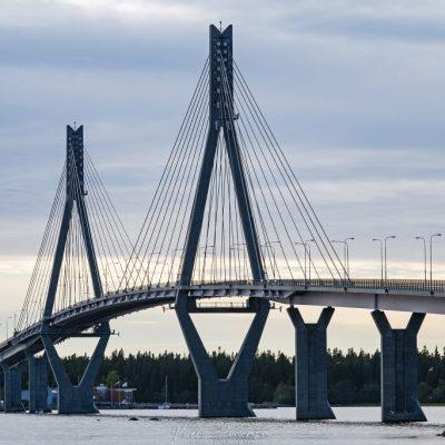 Komea silta